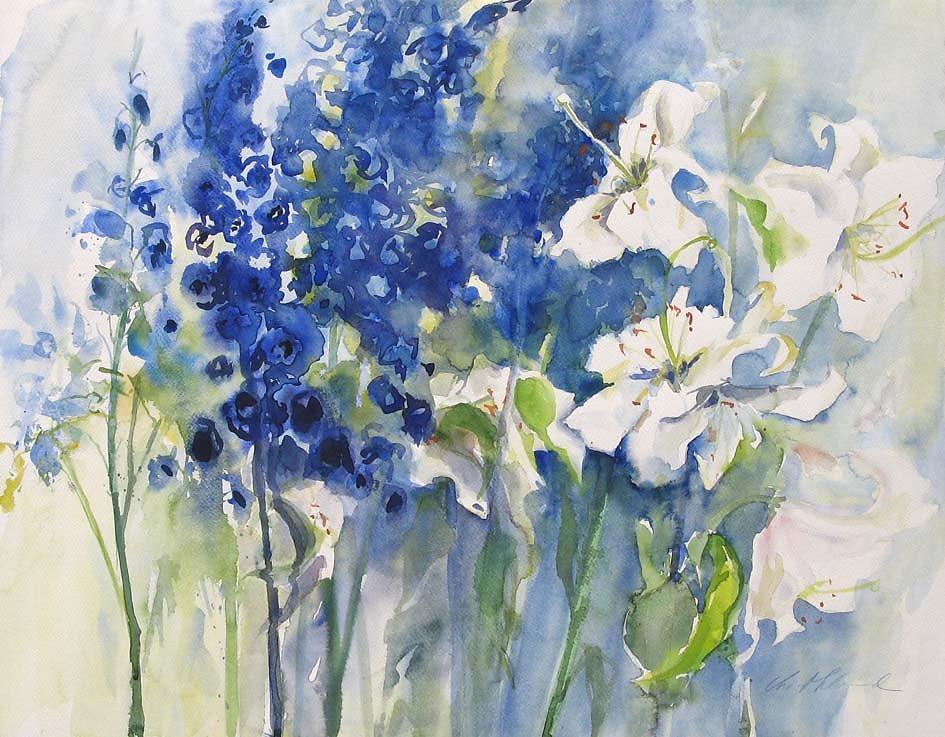 Rittersporn und weiße Lilien